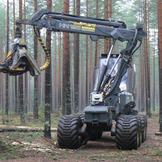 Metsäkone laserkeilaa