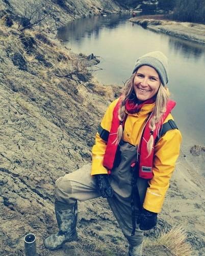Virtain tutkijatohtori Aurajoen varrelta – Dosentti Elina Kasvi tietää, miten virtavedet muokkaavat joenpohjaa