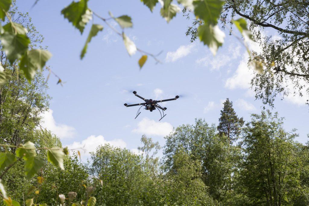 Paikkatietokeskus FGI:n tutkimusdroneilla lisäarvoa metsätalouteen